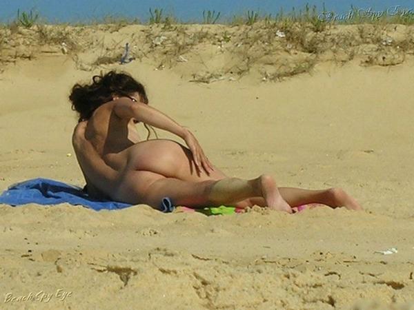 Cunts on Beach - Lesbian Sex On The Beach