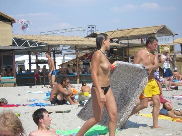 Pussy on Beach - Naked Beach Girl