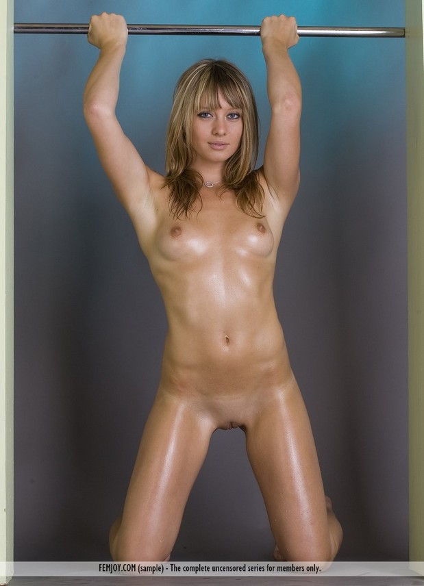 Oily babe works her stuff