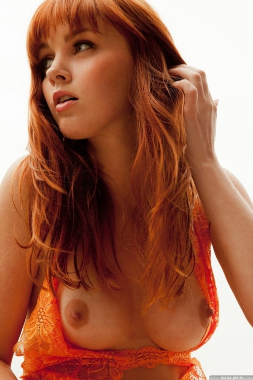 Erotic & Gorgeous • So sexy & gorgeous redhead! MMM!!!