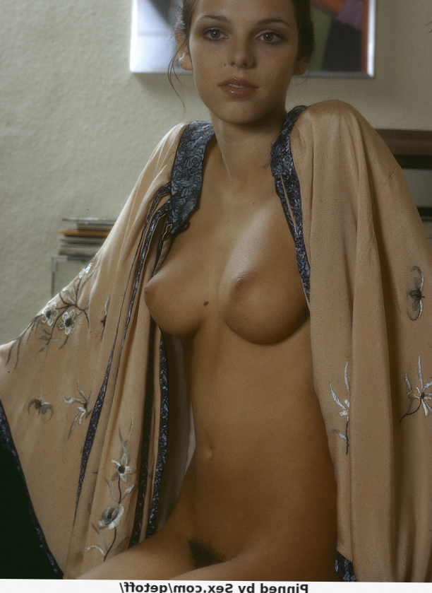 Behr nackt angela Gillian Anderson