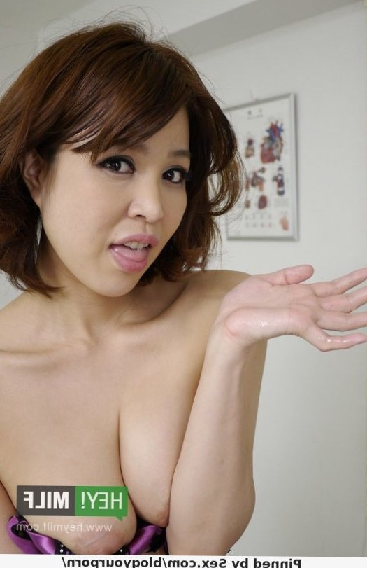 Mature Japanese Doctor Erika Nishino Provides Fantastic Cock Healing Pleasures