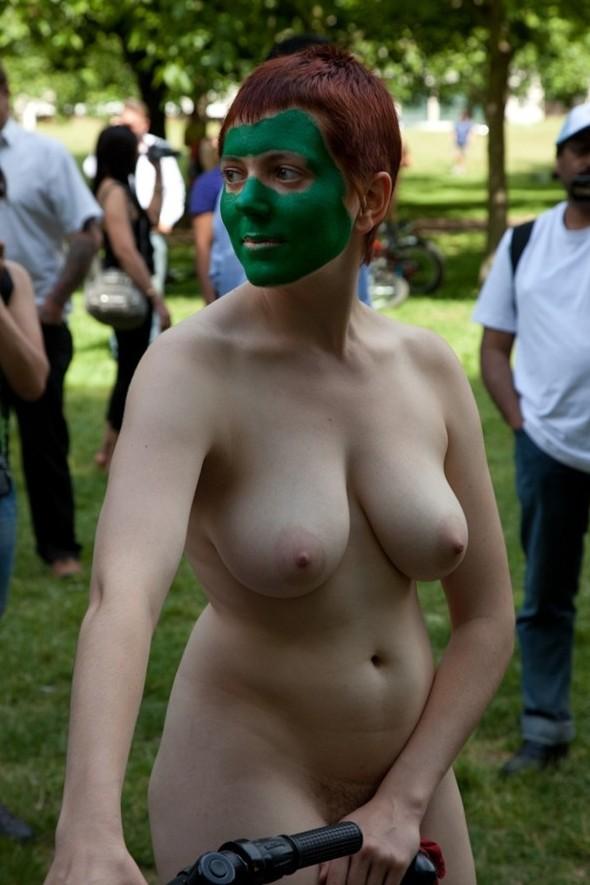 Cunts on Public - Public Nudity Pics