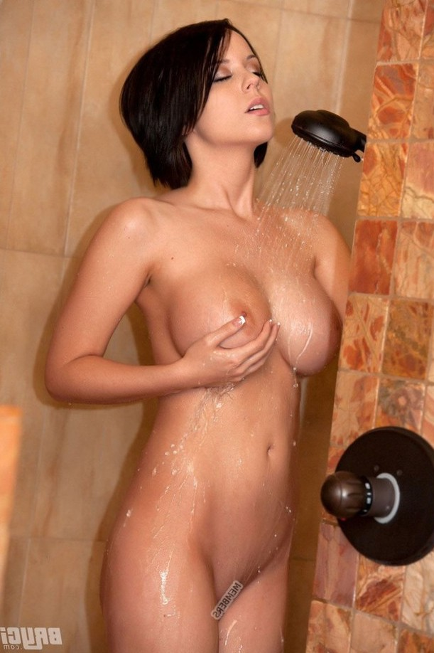 Bryci in the shower
