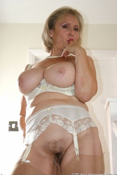 Horny Mature Housewife Michelle Wanking At Home In Nylon Stockings And Suspenders | Nylon Stocking Sex