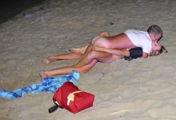 Pussy on Beach - Masturbating On Beach Porn