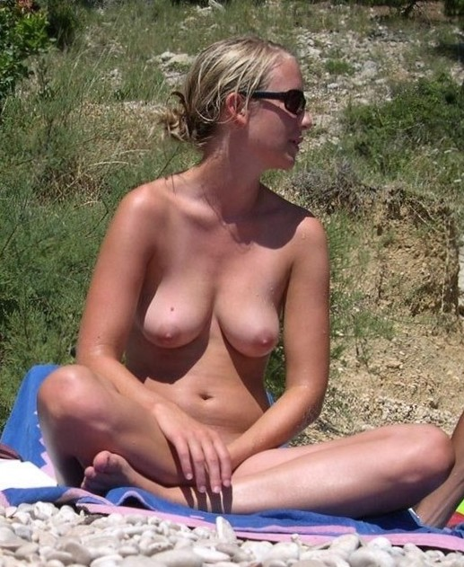Cunts on Beach - Nude beach chick is such a kinky babe. These crazy bondage videos were her idea!